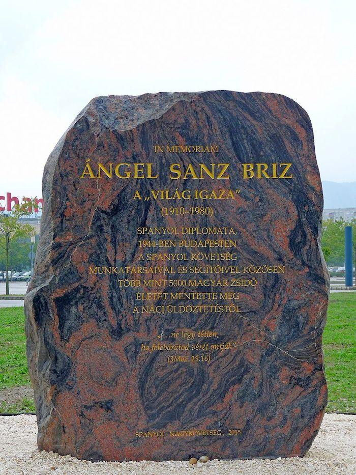 Sanz Briz Monument